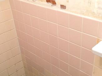 バスルームリフォーム タイルを修繕し元通りの在来浴室に