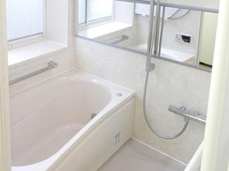 バスルームリフォーム 大きな鏡で広さを感じられる浴室に
