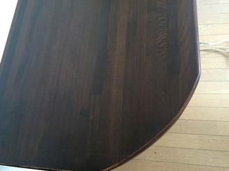 内装リフォーム 傷ついたテーブルを美しく補修