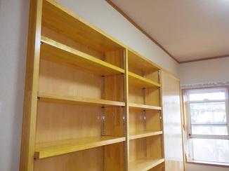 内装リフォーム 部屋の広さを活かした収納力の高い間仕切り兼本棚