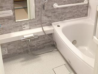 バスルームリフォーム 車いすでも使いやすい洗面化粧台とお風呂