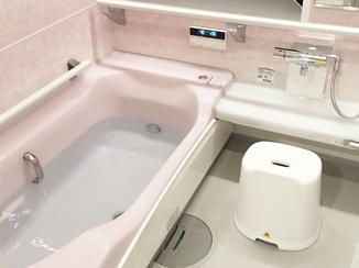 バスルームリフォーム 入浴前の噴射で床を温める床夏シャワーのユニットバス