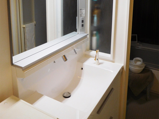 バスルームリフォーム 収納が増え、使い勝手もデザイン性もアップした水まわり設備