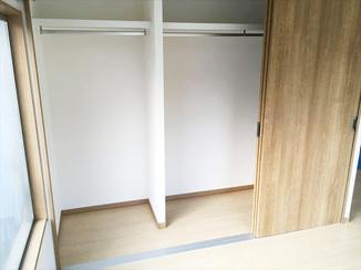 内装リフォーム 和室を洋室へリフォーム。大きなクローゼットは収納力抜群!