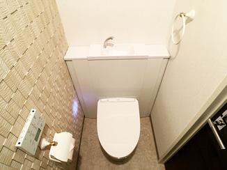 トイレリフォーム 艶が出るフロアタイルで高級感のある特別なトイレ
