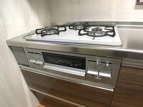 キッチンリフォーム見た目も明るく使い勝手の良いキッチン