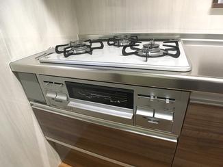 キッチンリフォーム 見た目も明るく使い勝手の良いキッチン