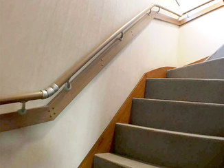 小工事 握りやすい高さになり、上り下りが楽にできる手すり