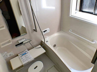 バスルームリフォーム 断熱性を高めて、清掃面や使い勝手も良くしたバスルーム