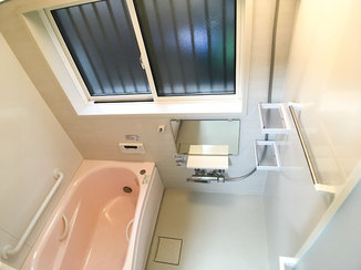 バスルームリフォーム 断熱仕様の窓で冬も快適なバリアフリーの浴室