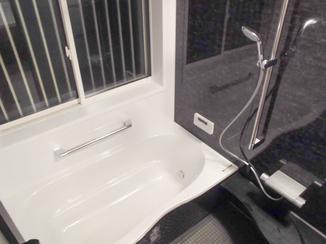 増改築リフォーム 脚を伸ばして入浴できる浴室と綺麗になった洗面・トイレ