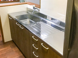 キッチンリフォームシンプルな流し台を設置しスペースに余裕のあるキッチンへ