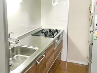 キッチンリフォーム コーディネートを工夫し明るい空間となったキッチン&トイレ