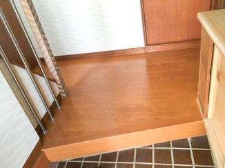 内装リフォーム 修繕しつつ強度を上げた玄関の床