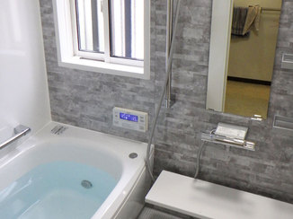 バスルームリフォーム 窓を小さくして断熱性の高い浴室に