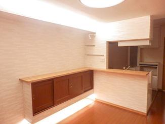 増改築リフォーム 一風変わった照明や飾り棚でおしゃれなリビングに