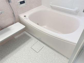 バスルームリフォーム 増築で浴槽をサイズアップした、ゆったりくつろげるバスルーム