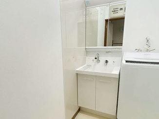 洗面リフォーム より広々と使えるようになった洗面所と廊下の床補強