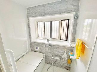 バスルームリフォーム 室内をぱっと明るくする内装と、清潔感のある浴室&トイレ