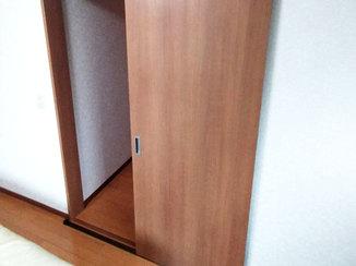 内装リフォーム 開きドアを、お部屋のレイアウトにちょうどよい引き戸に