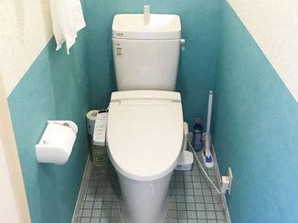トイレリフォーム 北欧風のツートンカラーが印象的なトイレ