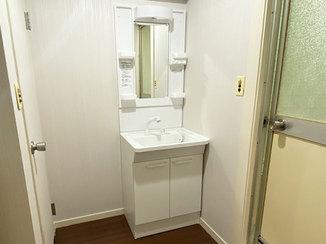 洗面リフォーム 価格を抑えて、白く清潔感のある洗面所に