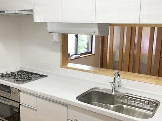 キッチンリフォーム タッチレス水栓と収納が使いやすい、高性能なシステムキッチン