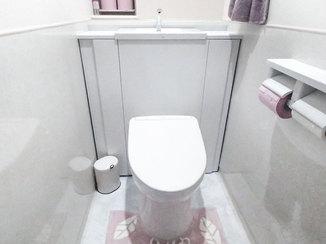 トイレリフォーム 清潔感のある白で統一した明るいトイレ