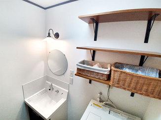 洗面リフォーム レトロでお洒落な洗面所と、温かい最新ユニットバス