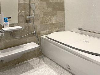 バスルームリフォーム 掃除がしやすくリラックスできる浴槽のバスルーム